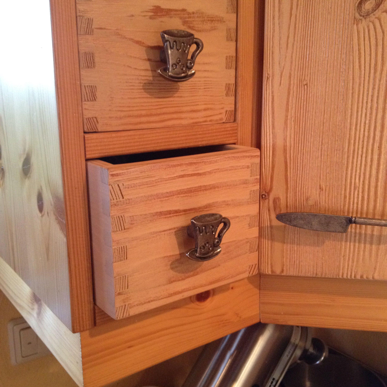 Küche vom Schreiner, hier nach Wunsch gestaltete Schubladen