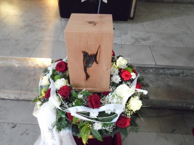 Handgefertigte Urne der Schreinerei Bischof, Bretzenheim