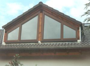 Giebel, dreiecking, mit Fenstern, indiviuell erstellt