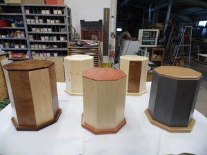 Individuell handgefertigte Urnen in Holzausführung aus eigener Herstellung